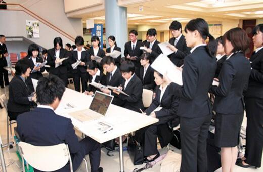 学内合同・個別企業説明会の開催
