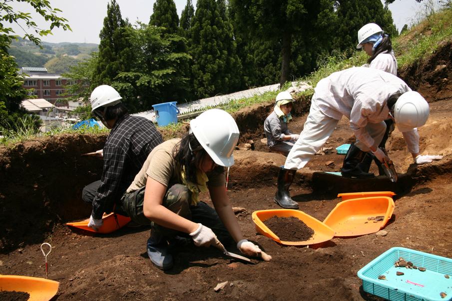アタリ_考古学発掘風景