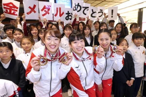 金沢駅で森選手ら1202